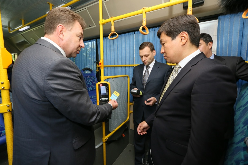 Аким Алматы Бауыржан Байбек ознакомился с системой электронного билетирования