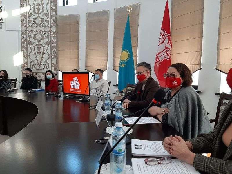 Члены партии НПК встретились с жителями Талдыкоргана