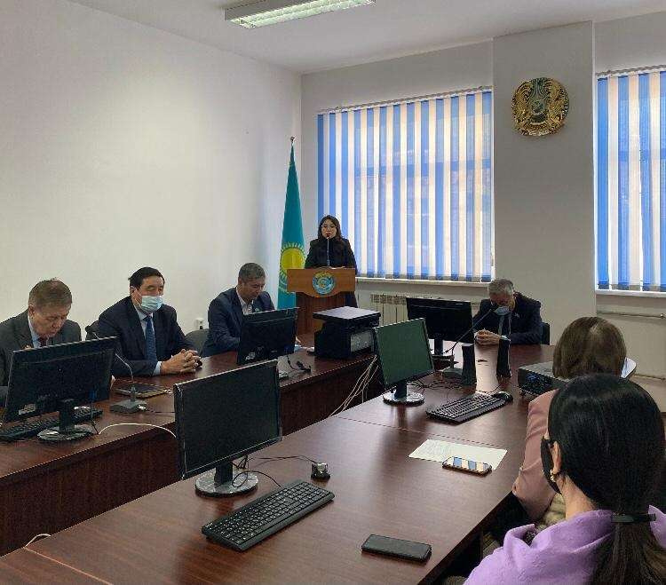 Алина Аскарова на встрече в Атырау