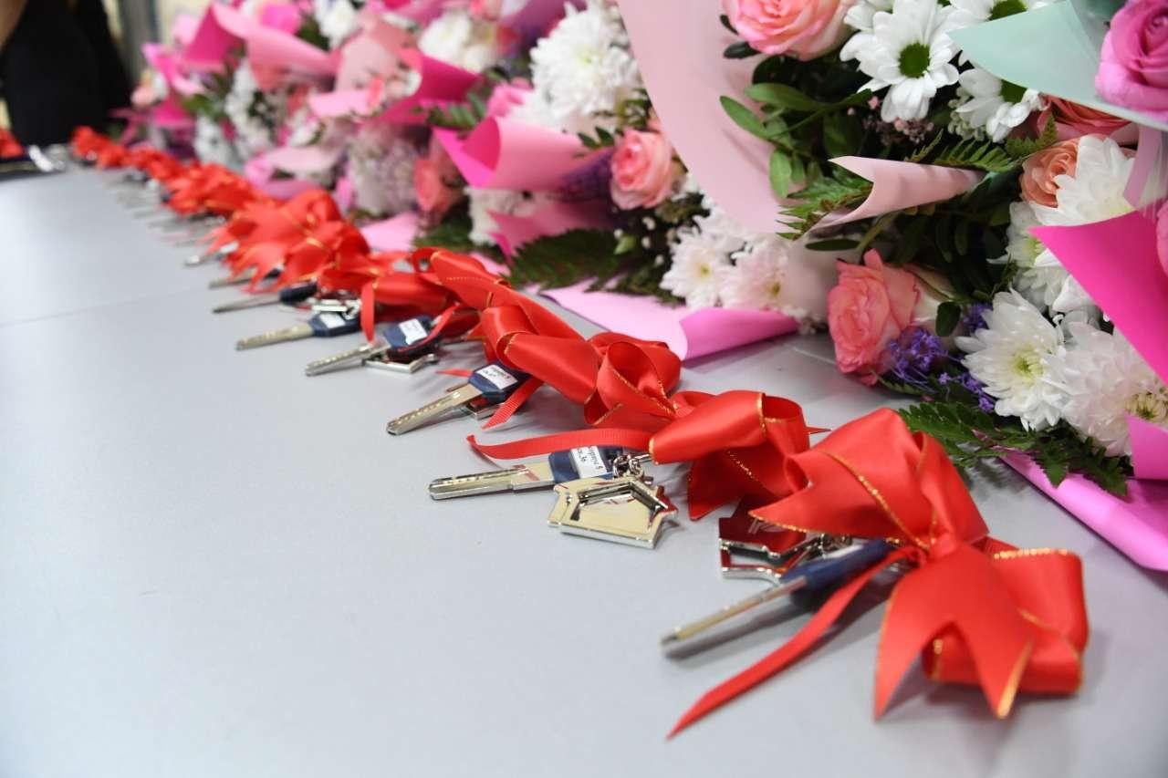 Бакытжан Сагинтаев вручил алматинцам ключи от новых квартир