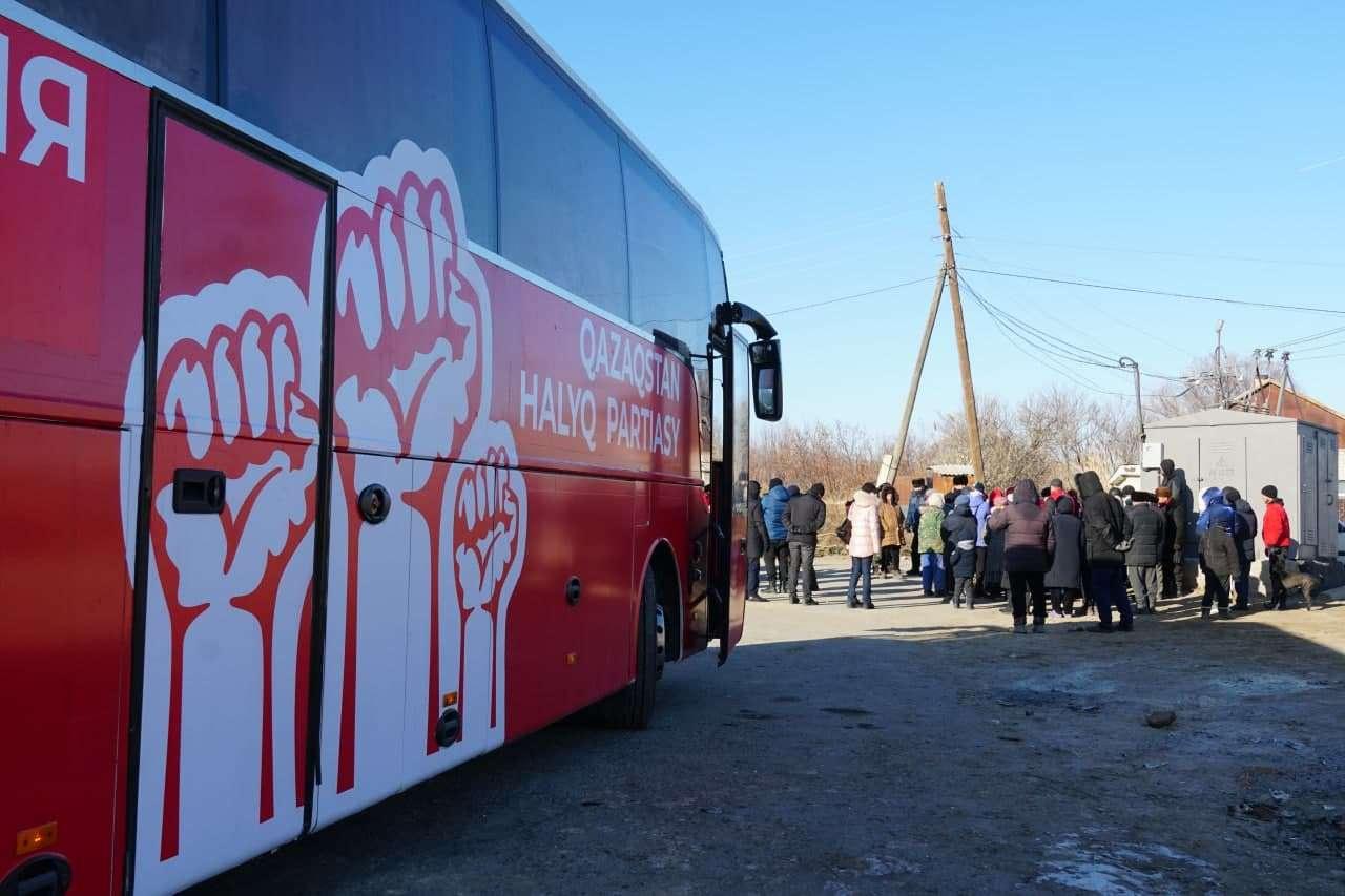 """Акция """"Красный автобус"""", организована НПК и РОО """"URANkz"""""""