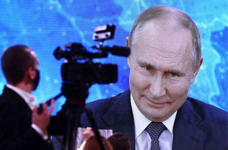 Путин заявил, что прививку не сделал из-за возраста