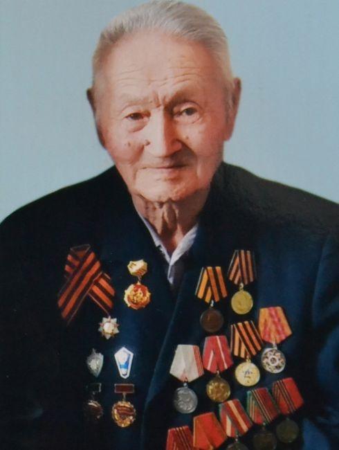 89-летний пенсионер из Актюбинской области плакал от счастья, став ветераном ВОВ