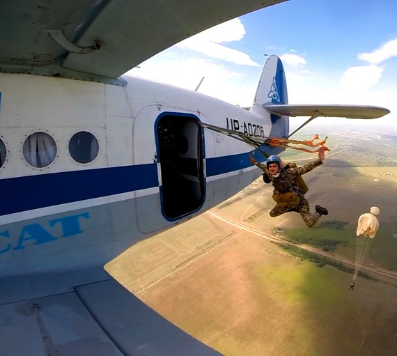 Открытие парашютного сезона в Павлодаре.