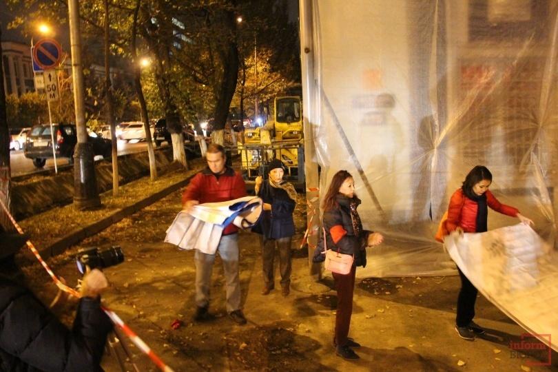 Активистам не удалось постоять с плакатами