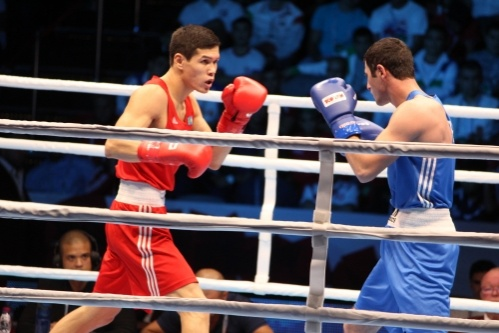 Елеусинов одержал победу со счётом 3:0.