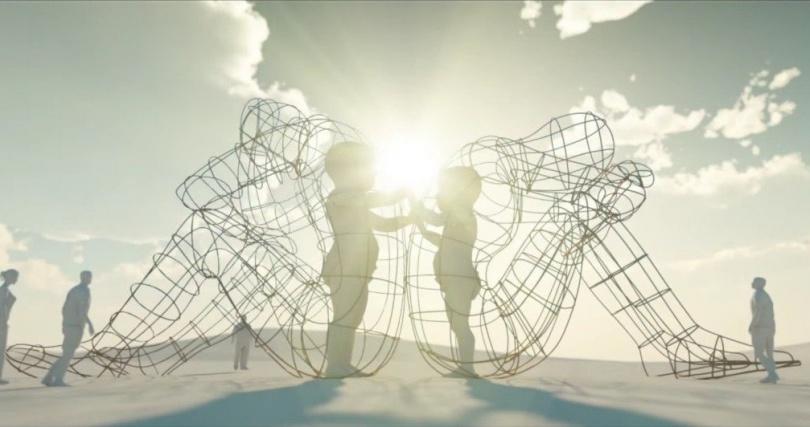 """Композиция """"Любовь"""" установленная на фестивале Burning Man."""