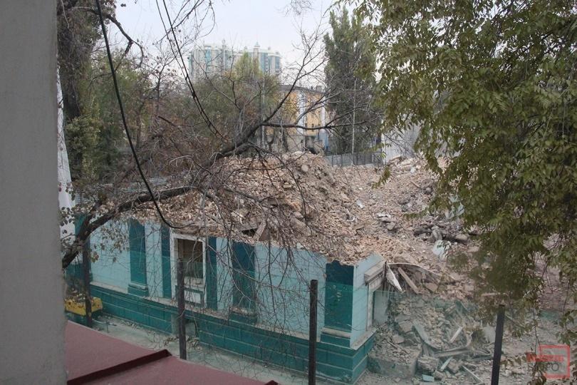 Здание на Богенбай батыра - Желтоксан практически полностью снесли