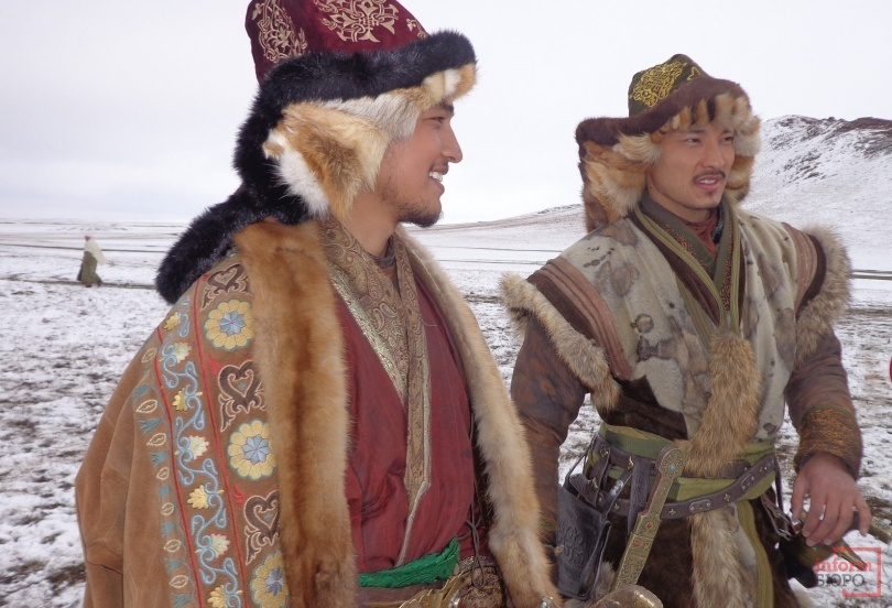 Актёры, исполнители ролей хана Касыма (Мейргат Амангельдин) и хана Бурындыка (Аян Отепберген)