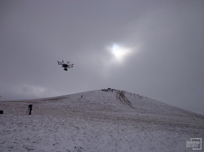 В съёмках массовых сцен используется дрон