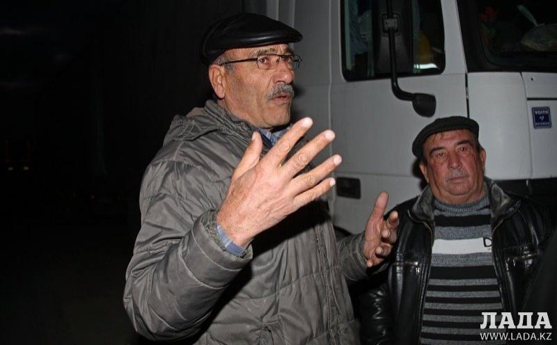 Водитель Эмиль из Турции говорит, что раньше возить грузы было удобнее.