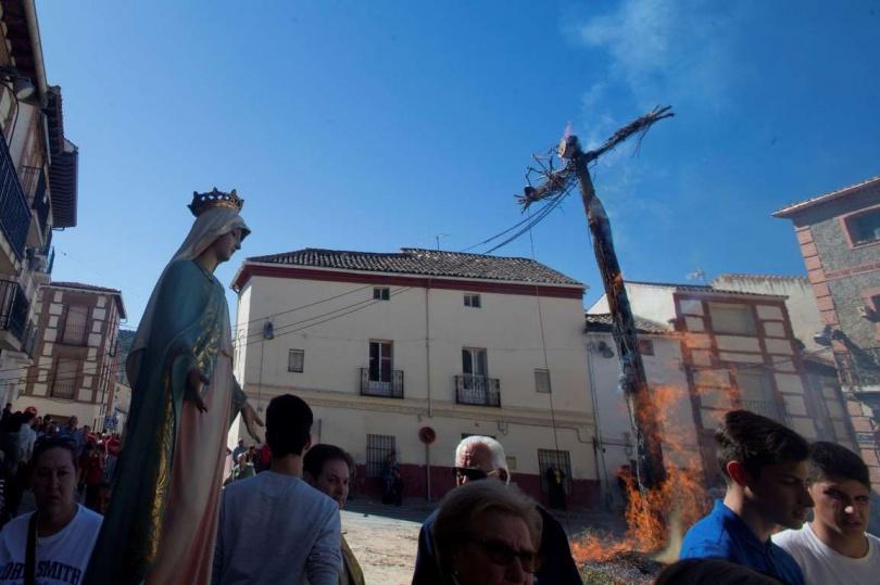 Пасхальная традиция в Tielmes, в Испании. (Фото: Paul White/AP Photo)