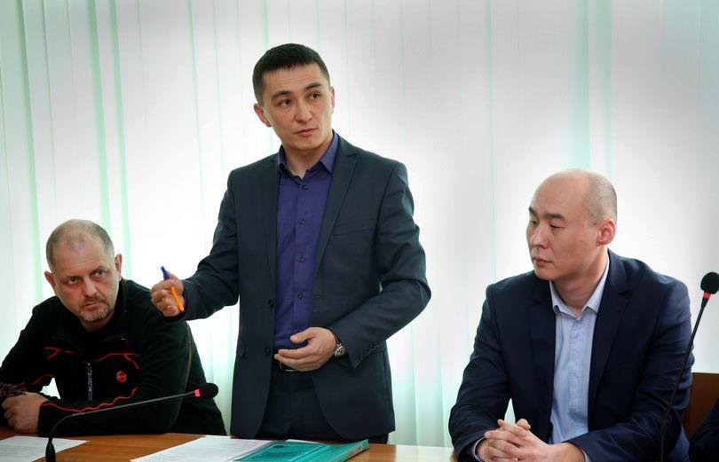 Истцы: Александр Стрелецкий, Азамат Джумадилов и представитель департамента юстиции Даулет Сулейменов
