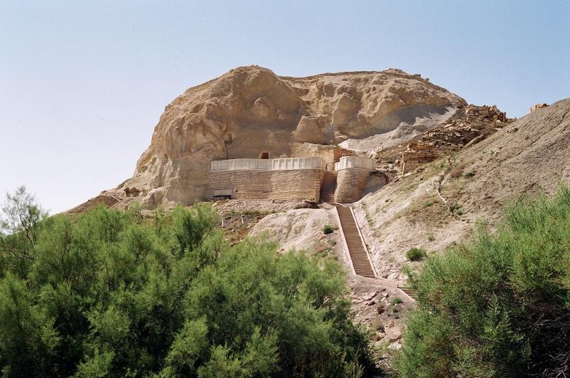 Подземная мечеть легендарного Бекет-ата