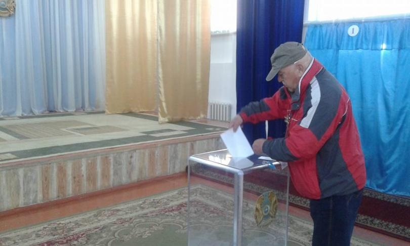 Житель Тараза пришёл на выборы в день рождения
