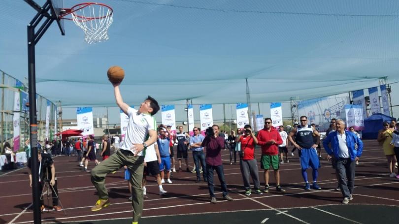Аким Алматы сыграл в стритбол