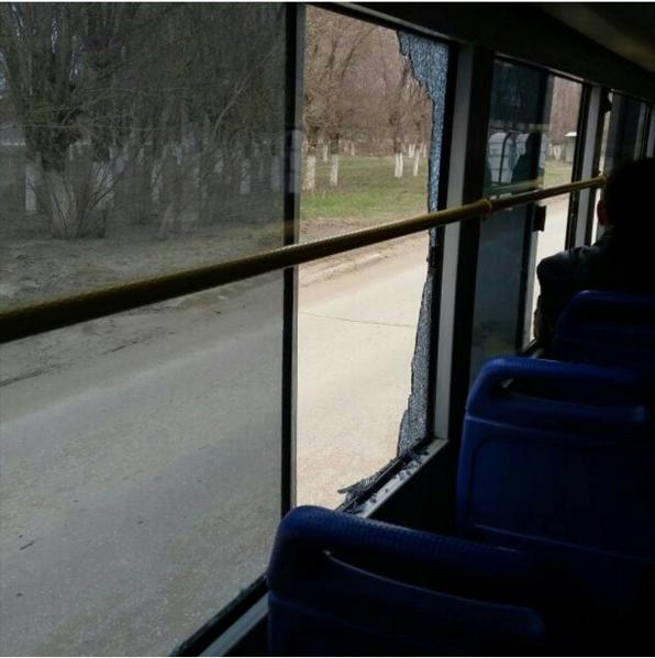 В другом автобусе Актобе лопнуло стекло