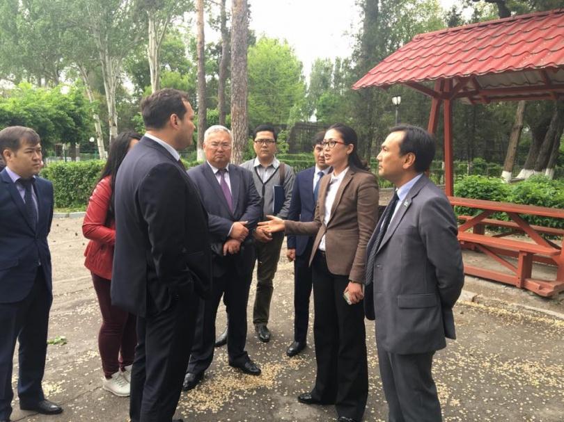 Депутаты маслихата Алматы посетили зоопарк