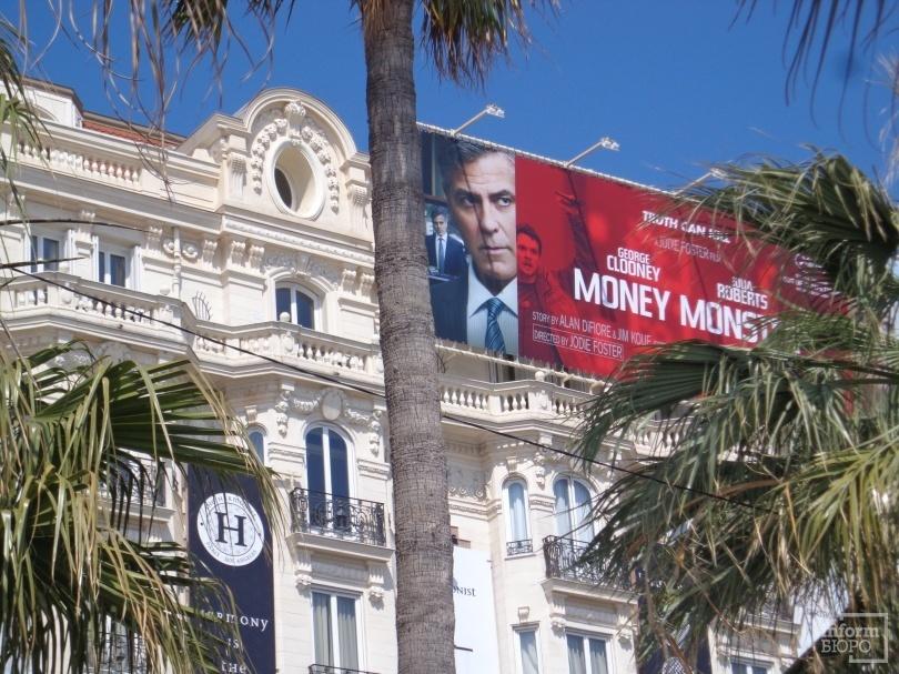"""Постер фильма """"Финансовый монстр"""" с Джорджем Клуни и Джулией Робертс"""