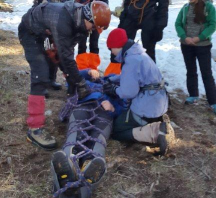 В ВКО спасли альпиниста, распоровшего себе лицо ледорубом