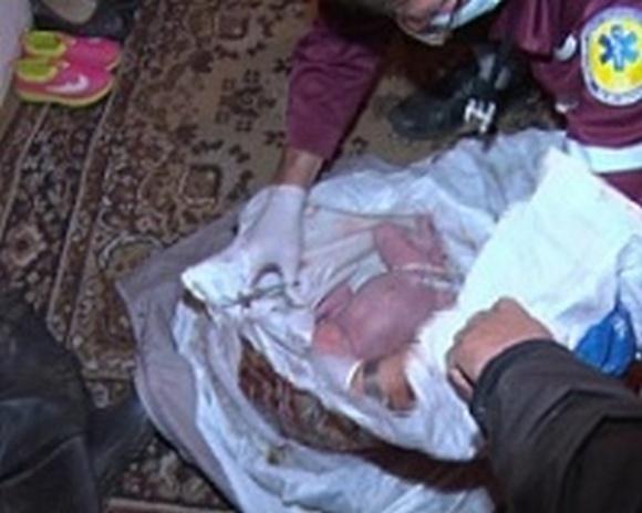 Ребёнка нашли в выгребной яме