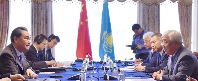 Министр Ерлан Идрисов встретился с Министром иностранных дел КНР Ваном И в Алматы