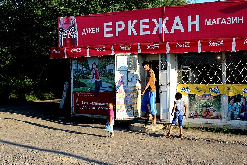 Магазин на трассе – главный источник получения наличности на юге Казахстана