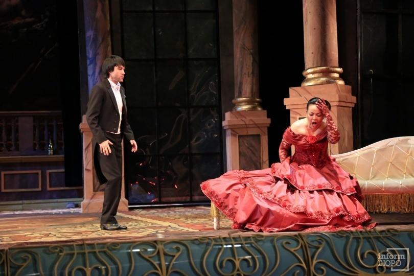 "Фрагмент репетиции оперы ""Травиата"" на сцене ГАТОБ им. Абая"