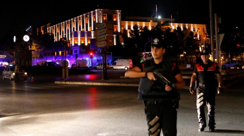 Жителям Анкары рекомендуют оставаться в домах