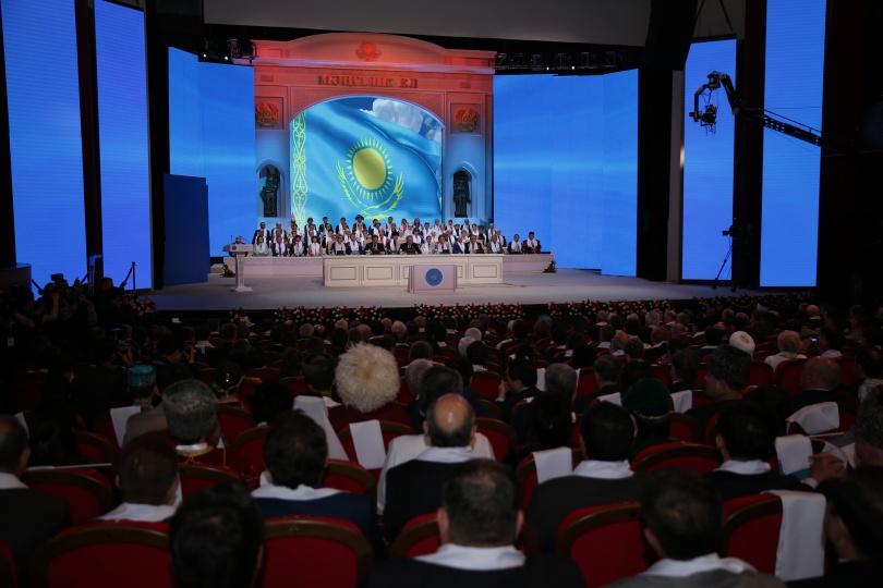 Во Дворце мира и согласия проходит XXII сессия Ассамблеи народа Казахстана.
