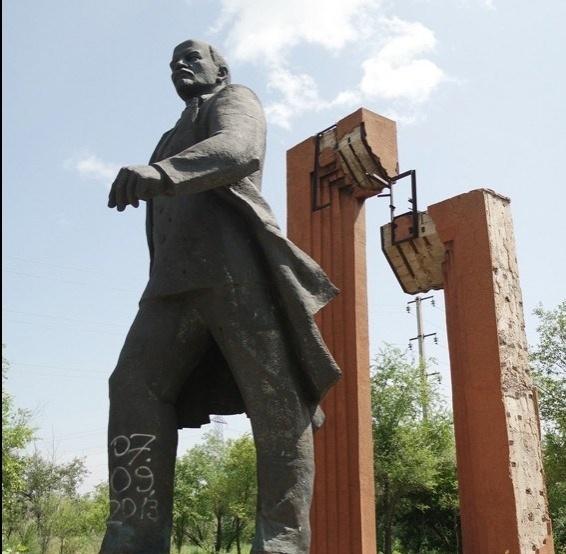 В Темиртау обстреляли памятник Ленину