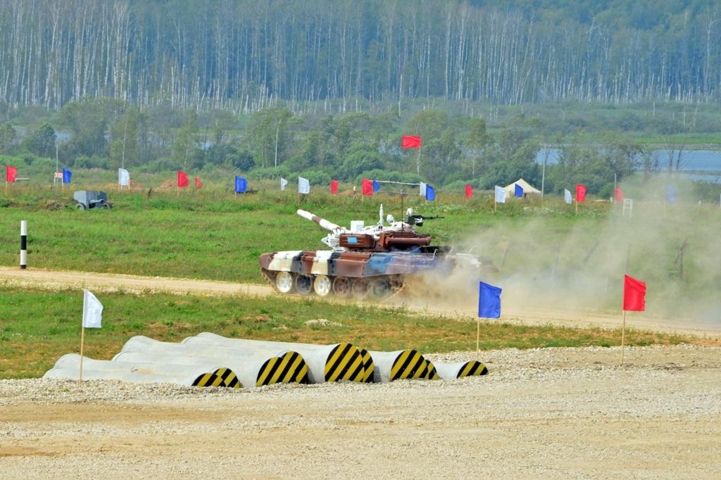 Казахстанские танкисты на АрМИ-2016