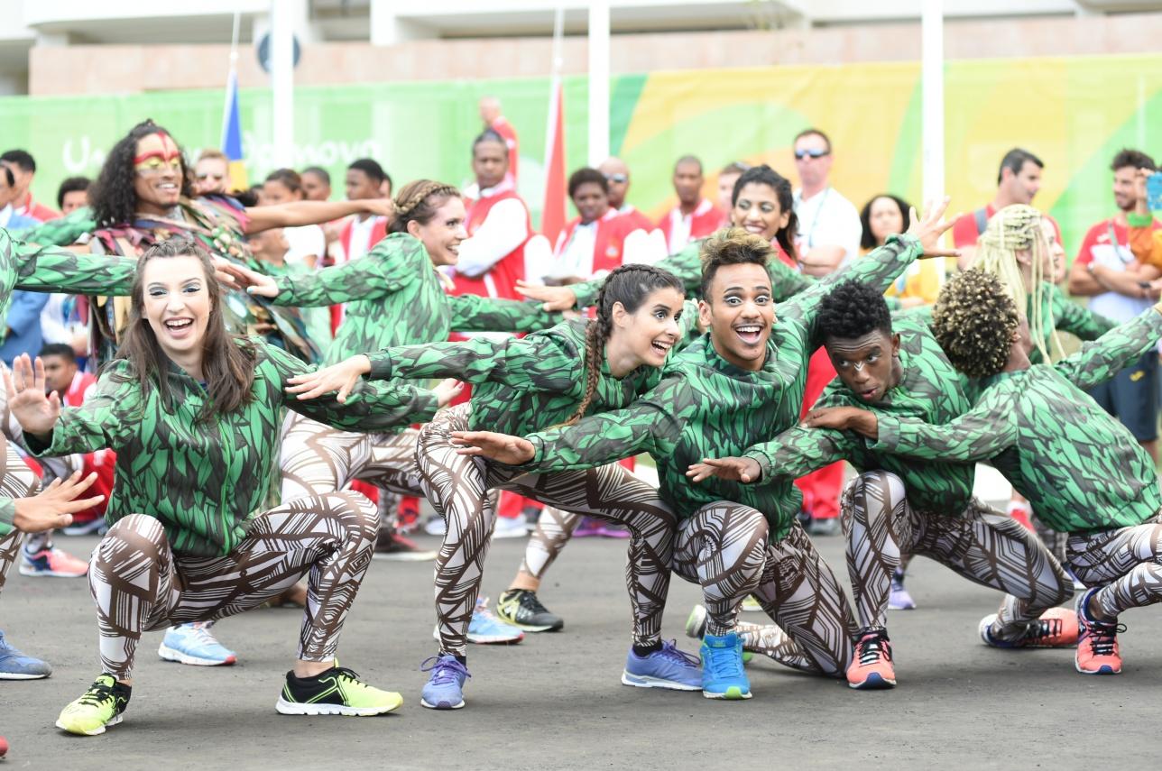 Яркое шоу бразильских танцоров