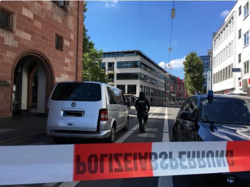 Мужчина захватил кафе в Германии и уснул