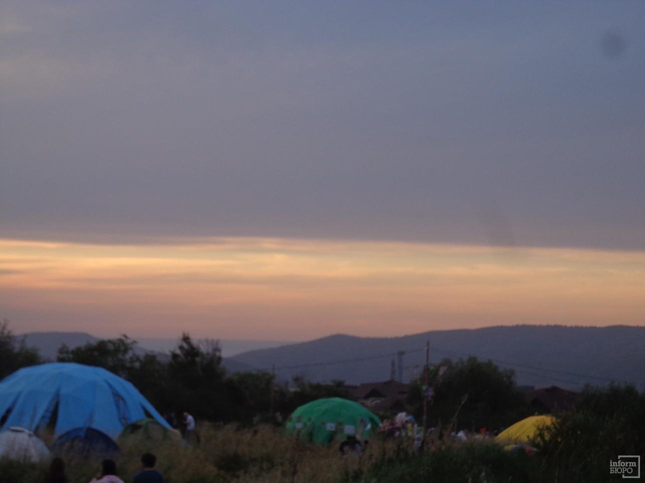 Палаточный лагерь на FourЭ