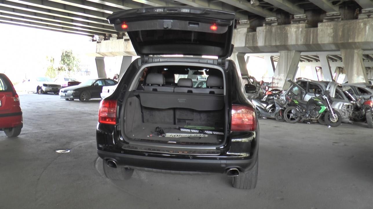 Госномера владелец авто хранил в багажнике