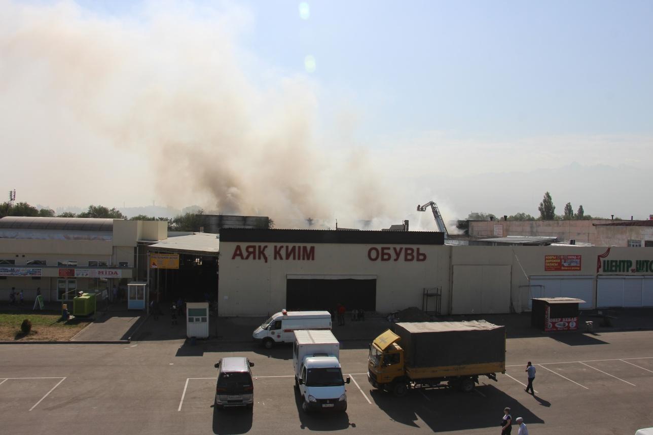 Возле очага возгорания до сих пор работают огнеборцы