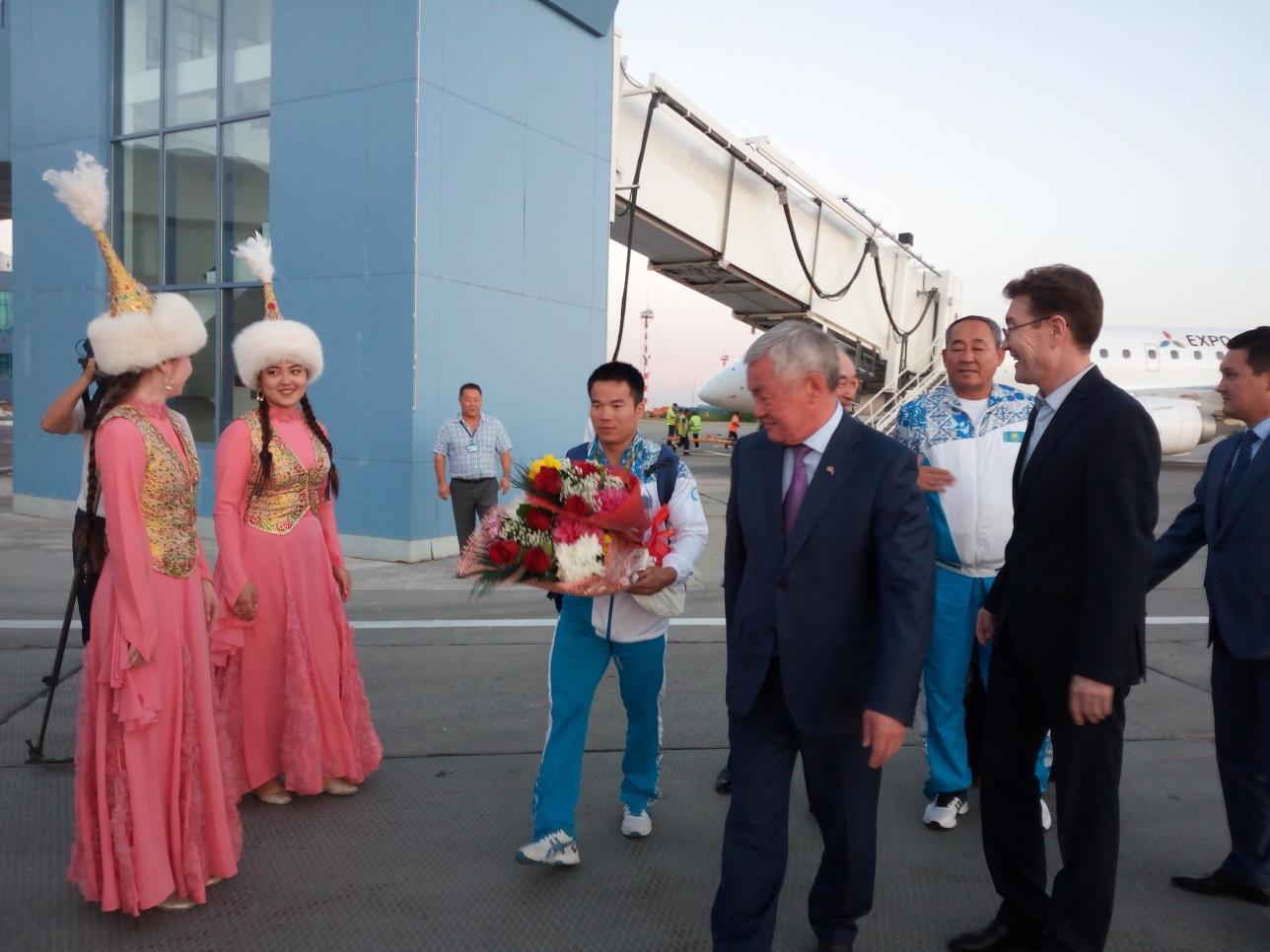 Бронзового призёра Олимпиады встречал аким Актюбинской области
