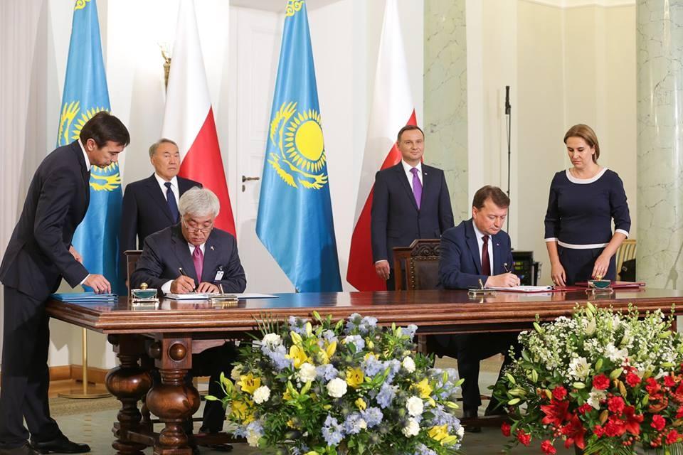 Подписание важных документов в Варшаве