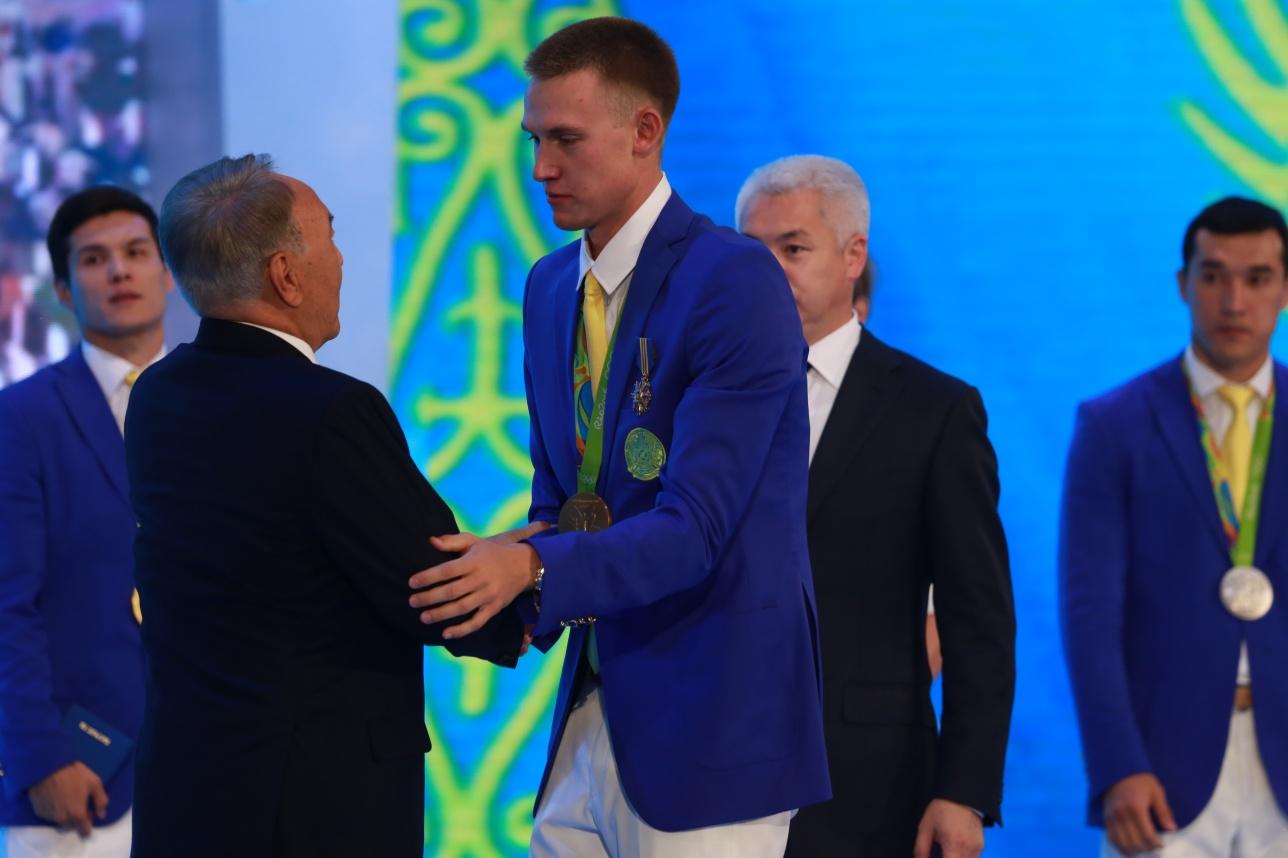 Награждение Дмитрия Баландина