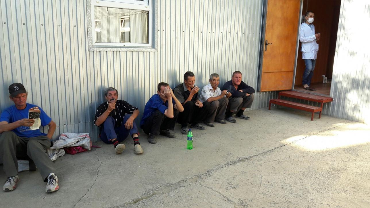 Помытые и накормленные бездомные отправляются бродяжничать дальше