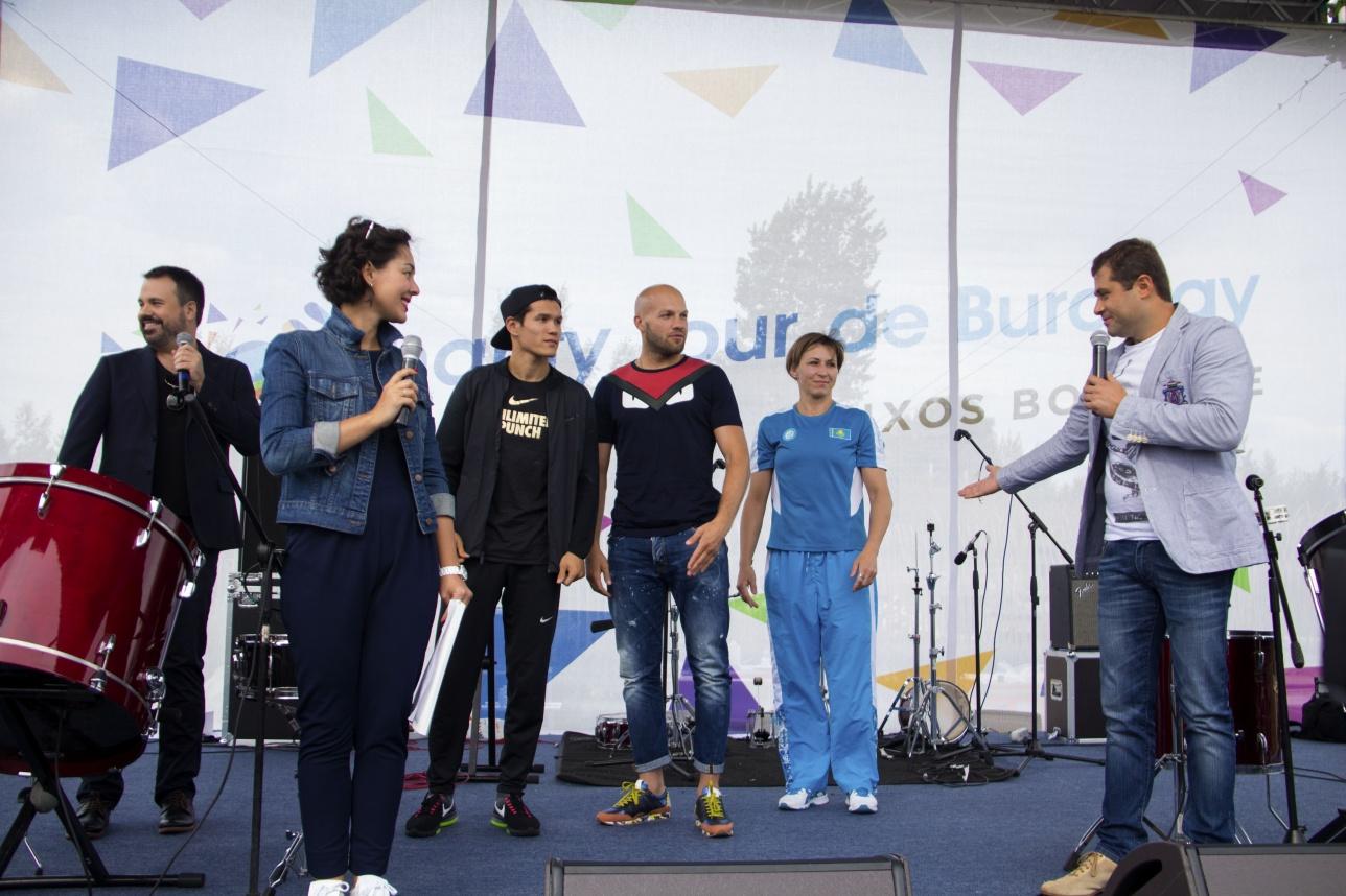 Данияра Елеусинова пригласили на сцену с Левитом