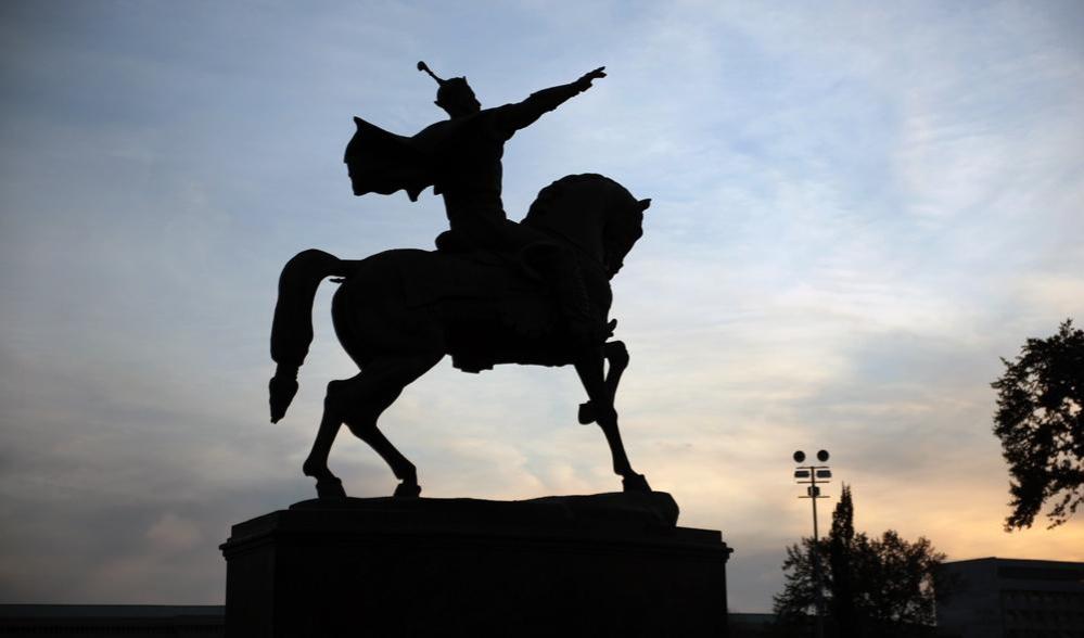 Памятник Тамерлану