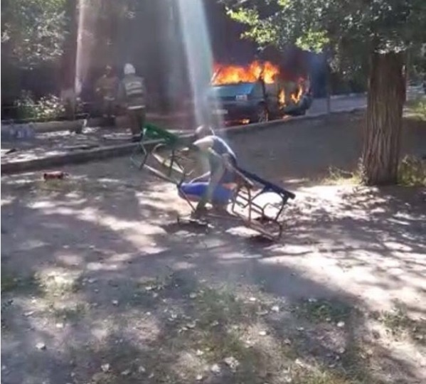 Микроавтобус, в котором сгорел ребёнок