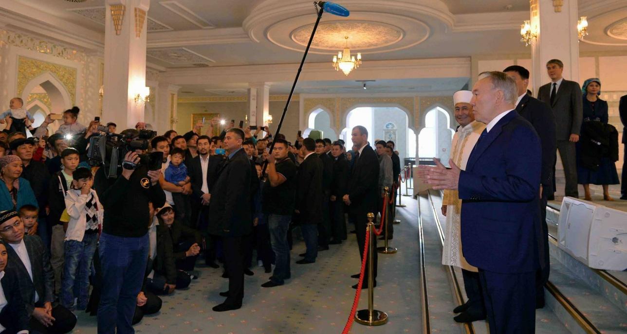 Нурсултан Назарбаев выступил перед верующими.