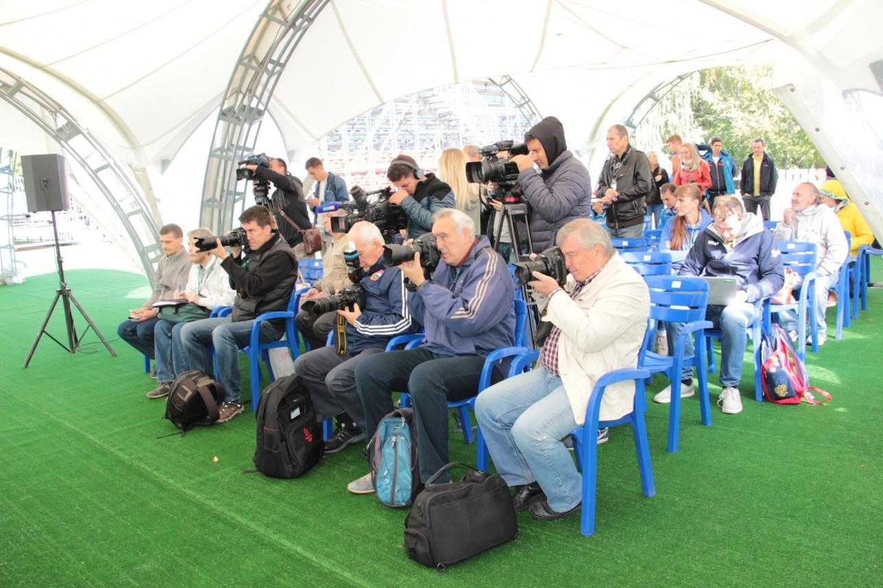 Казахстанские и российские журналисты на пресс-конференции