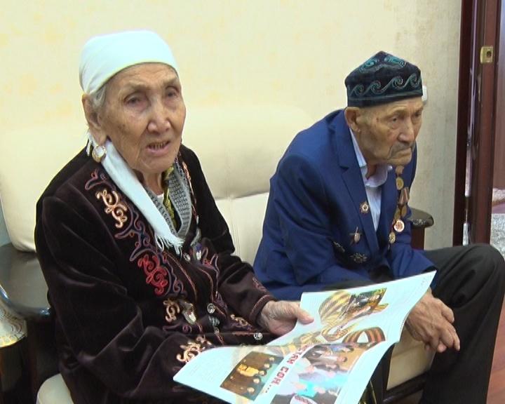 86-летняя Алила и 91-летний Абдолла Нускабаевы вырастили 10 детей, 53 внука и правнука