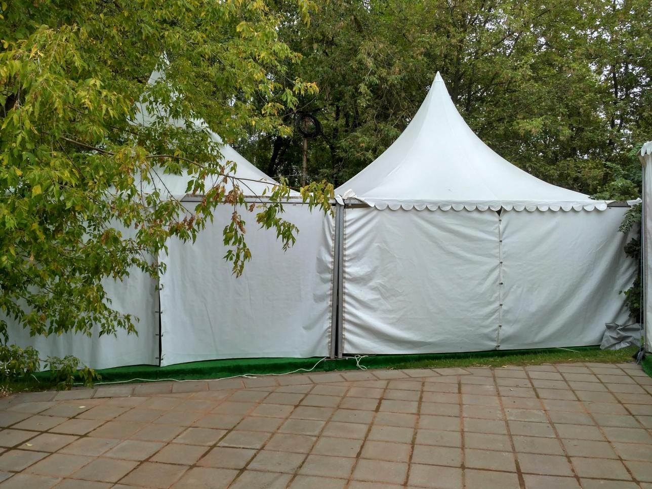 Эта палатку Федерация тенниса Россия назвала пресс-центром для журналистов