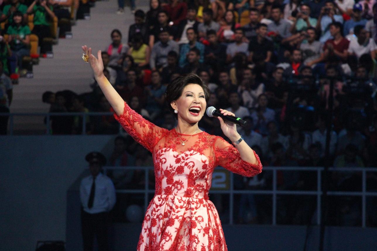 Роза Рымбаева подарила алматинцам на День города свои лучшие композиции