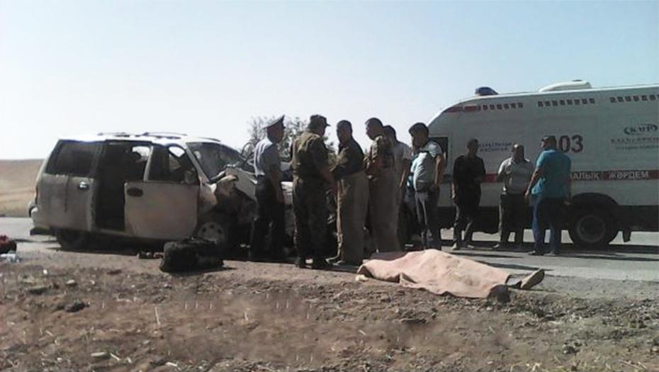 В результате аварии два человека погибли на месте происшествия
